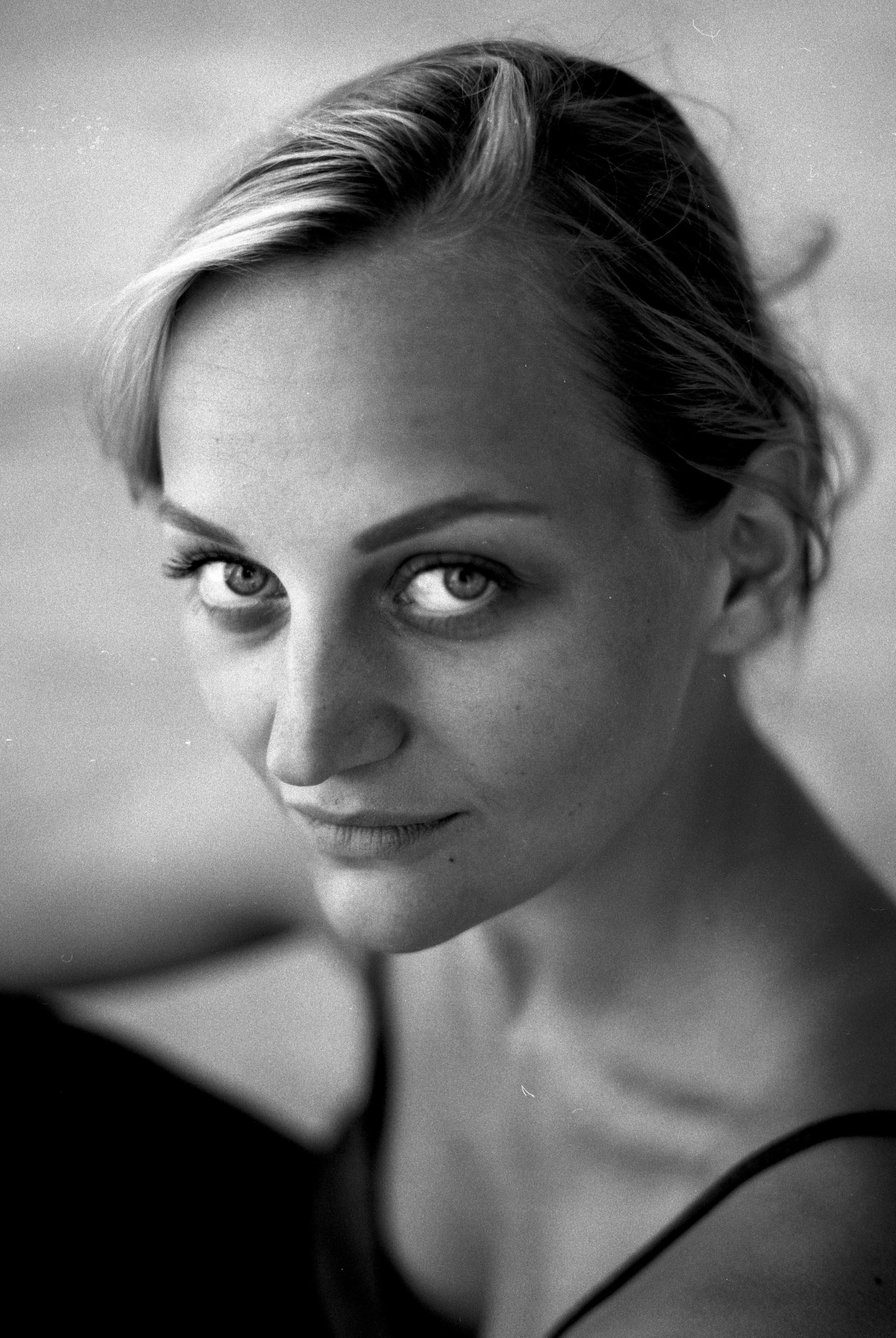 Anna Zöch in schwarz-weiß