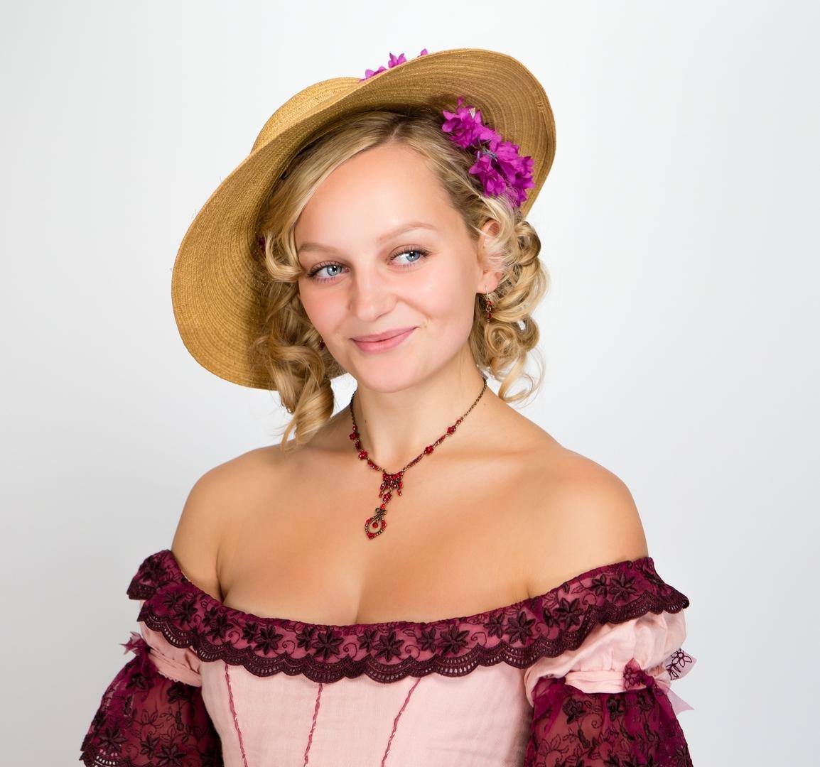 Anna Zöch in einer historischen Figur