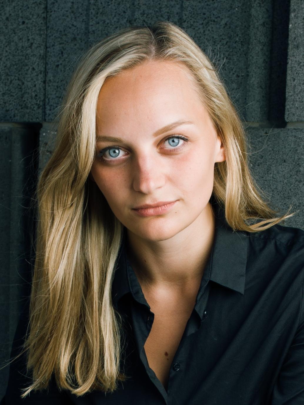 Anna Zöch frontaler Blick